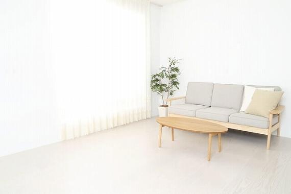 日当たり 悪い マンション 工夫 白や青などの明るい家具を使用