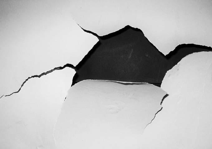 アパート 壁 穴 修理 費用 修繕